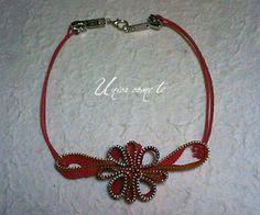 collana con cerniere  rosse e cordino
