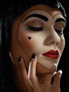 love this, halloween make-up, pretty doll makeup for Halloween, heart face makeup.I wanna do this on Halloween. For a queen of hearts Cool Halloween Makeup, Scary Makeup, Halloween 2014, Mime Makeup, Halloween Queen, Halloween Ideas, Pretty Halloween, Awesome Makeup, Scary Halloween