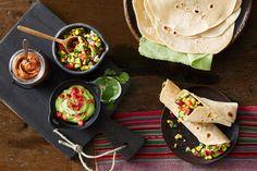 Mexikanische Salsa mit schwarzen Bohnen und Mais Tortilla Chips, Tex Mex, Burritos, Food Inspiration, Tacos, Veggies, Gluten Free, Mexican, Dinner
