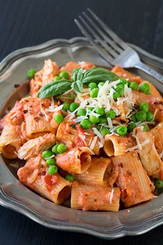 Creamy and Spicy Chicken Rigatoni like Bucca De Beppo. This pasta is delicious! Marinara and alfredo sauce come together to make the most amazing pasta sauce.