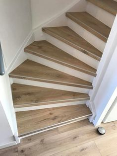 Tile Stairs, House Stairs, Wooden Staircases, Stairways, Room Under Stairs, Landing Decor, Loft Staircase, Escalier Design, Floating Floor