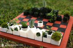 Um jogo de xadrez composto por vasos de suculentas