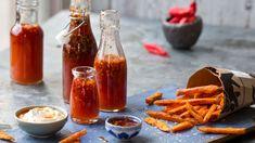 Søt Chilisaus - Oppskrift fra TINE Kjøkken Hot Sauce Bottles, Ketchup, Alcoholic Drinks, Chili, Tin, Food, Dressings, Alternative, Liquor Drinks