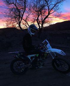 Motocross Love, Enduro Motocross, Motorbike Photos, Bike Couple, Dirt Bike Girl, Ride Or Die, Dirtbikes, Motorcycle Bike, Bike Life