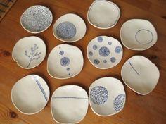 陶芸作家mamisuさんに豆皿を焼いていただきました。チェコの方が作ってくださった和です。クラスのちいさなおやつに(^^) Japanese Plates, Small Words, Nice, Tableware, Ideas, Pottery, Dinnerware, Dishes, Nice France