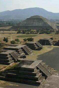 Пирамида Солнца ... Теотиуакан .......Мексика.......