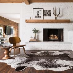 Add a unique style with this synthetic rawhide. Crafted of 100 percent acrylic, this rug offers comfort and style, in hues of charcoal and ivory. The interesting shape and pattern of this faux rawhide