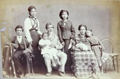 Native Hawaiian family c. Native Hawaiians almost became extinct. There now may be as few as pure-blood Native Hawaiians remaining in the world. Hawaiian People, Hawaiian Woman, Hawaiian Art, Waimea Bay, Black History Facts, The Secret History, African Diaspora, Hawaiian Islands, Women In History