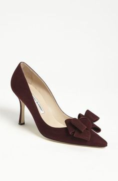Head over Heels - Manolo Blahnik Bow Pump available at Pretty Shoes, Beautiful Shoes, Cute Shoes, Me Too Shoes, Shoe Boots, Shoes Sandals, Mocassins, Pumps, Fashion Shoes
