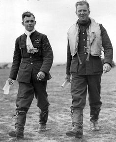 "F/Sgt George C ""Grumpy"" Unwin (left) and F/O Walter J ""Farmer"" Lawson of No 19 Squadron RAF posture for AM photographer Stanley Devon at RAF Fowlmere in September 1940. Lawson claimed 6 and 1 shared destroyed, 3 probables and 1 damaged during his 16 months with the squadron. Navy Air Force, Royal Air Force, Ww2 Uniforms, Flying Ace, Airplane Pilot, History Online, Military Pictures, Battle Of Britain, Fighter Pilot"