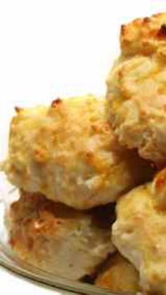 When is the last time you have tried Red Lobster Cheddar Bay Biscuits?  So easy to make.  #copycat