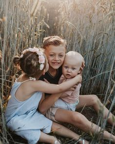 43 Ideas children photography siblings three kids pictures for 2019 Sibling Photography Poses, Sibling Photo Shoots, Cute Kids Photography, Sibling Poses, Family Photography, Photography Ideas, Family Portrait Poses, Family Picture Poses, Fall Family Photos