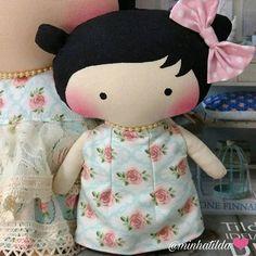 Boneca da boneca ❤ #tilda #tildinha #tildatoy #bonecadepano #tildatoys #feitocomamor  #feitocomcarinho #mãedemenina #gravidez #coisasdemenina #maternidade #fofura  #chádebebê #decoração #doll #dolls #tildaworld #costurinhas #princesas #newborn #atelie #artesanato #recemnascido #futuramamae #tonefinnanger #vestidodeboneca
