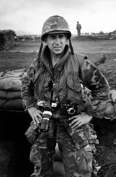 Vietnam Photojournalists - David Douglas Duncan (born January is an American photojournalist who is best known for his dramatic combat photographs. Vietnam History, Vietnam War Photos, North Vietnam, Vietnam Veterans, War Photography, Popular Photography, Photography Basics, Indochine, Famous Photographers