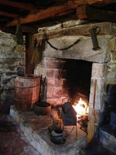 17 Best images about Hearth on Primitive Homes, Primitive Fireplace, Rustic Fireplaces, Fireplace Hearth, Parrilla Interior, Hearth And Home, Cottage Interiors, Foyers, Inspired Homes