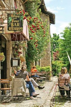 France - cafe in Perouges