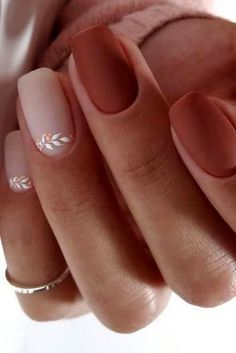 High 20 Wedding ceremony Nail Artwork Designs for Brides How to use nail polish? Nail polish on your own friend's nails looks perfect, however, you can't a Cute Acrylic Nails, Matte Nails, Gradient Nails, Holographic Nails, Beige Nails, Acrylic Nails Autumn, Short Nails Acrylic, Black Nails, Simple Acrylic Nail Ideas