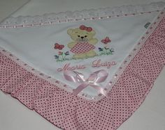 MANTA PARA BEBÊ Baby Sheets, Fidget Blankets, Cross Stitch Heart, Baby Accessories, Fabric Flowers, Embroidery Designs, Diy And Crafts, Baby Shower, Couture