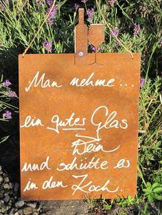 """Edelrost Schild mit Weinflasche und Glas """"guter Wein""""  Wunderschönes Edelrost Schild mit Weinflasche und Glas als Dekoration für Haus und Garten.  Auch als Geschenk für gute Freunde und Bekannte eine tolle Idee.  Das Schild ist zum Hängen und wird inkl. Bastband geliefert.  Das Edelrost Schild ist mit folgendem Spruch versehen:  """"Man nehme... ein gutes Glas Wein und schütte es in den Koch""""  Größe:      Höhe: 43 cm     Breite: 25 cm  Preis: 18,- €"""