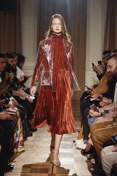 Anouki Ready To Wear Fall Winter 2018 Tbilisi Fur Skirt, Dress Skirt, Live Fashion, Fashion Show, Runway Fashion, Womens Fashion, Dress Trousers, Vogue Russia, Catwalk