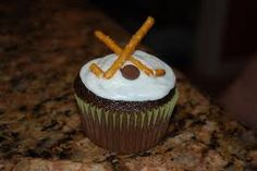 chocolate cupcake with pretzels as hockey sticks & a chocolate chip as the hockey puck Hockey Cupcakes, Brownie Cupcakes, Chocolate Cupcakes, Cupcake Wars Party, Cupcake Toppers, Cupcake Cakes, Hockey Party, 5th Birthday Party Ideas, Blondie Brownies