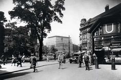 Potsdamer Platz vom Potsdamer Bahnhof aus gesehen. Im Hintergrund: Columbus-Haus (erbaut 1931-32 von Erich Mendelsohn). Aufnahme um 1932. Quelle: Landesbildstelle Berlin.