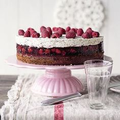 Raspberry poppy seed cake - delicious cakes and tortes - Kuchen Delicious Cake Recipes, Homemade Cake Recipes, Homemade Vanilla, Yummy Cakes, Sweet Recipes, Baking Recipes, Mousse Au Chocolat Torte, Poppy Seed Cake, Raspberry Cake