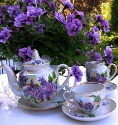 Image may contain: coffee cup, drink, flower and indoor Good Morning Coffee Gif, Good Morning Flowers Gif, Good Morning Images, Morning Morning, Beautiful Love Pictures, Beautiful Gif, Beautiful Flowers, Good Morning Animation, Animated Love Images