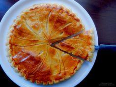 Galette des rois.  Tarta regelui, tarta cu crema de migdale.