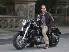 Harley-Davidson supplied a mock-1940s bike for 'Captain America' but here the movie's star Chris Evans is on one of the company's modern Softail Slim models powered by a 1688cc V-twin. #harleydavidsonbobberssoftail