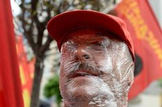 #MayDay protester in #Turkey uses plastic wrap to protect face against tear gas. http://on.mash.to/1hhWOWC via @Mashable pic.twitter.com/lDYbpaFbEH