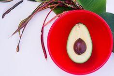 Guacamole in red bowl – Food – Nutrition Education Quotes King Fresh Avocado, Ripe Avocado, Avocado Food, Avocado Guacamole, Healthy Meals For Two, Healthy Recipes, Salad Recipes, Healthy Food, Healthy Eating