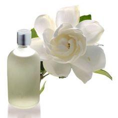 Esencia aromática de Gardenia. Floral, muy indicada para hacer ambientadores para armarios, saquitos de organza con sales aromáticas, jabones, velas, disponible en Gran Velada. #diy