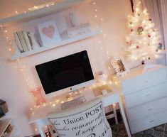 I want to decorate my room for Christmas but I don't know how without spending so much money...