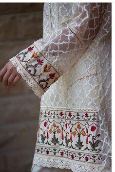 Af wed Pakistani Party Wear, Pakistani Outfits, Indian Outfits, Party Wear Dresses, Eid Dresses, Fashion Dresses, Desi Clothes, Embroidery Fashion, Kurta Designs