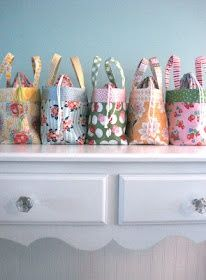 Fat quarter lunch bag tutorial.
