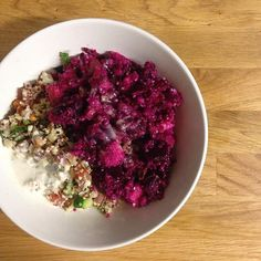 Dinner Inspiration gefällig? Eine leckere & healthy Bowl mit Quinoa Rote Beete Kichererbsen & Nüssen! #food #dinner #summerfood #nom #healthy #dinnerinspiration #yummi