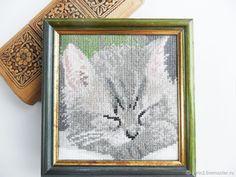 Купить Вышивка крестом картина Котенок спит, ручная работа серый зеленый, кот в интернет магазине на Ярмарке Мастеров