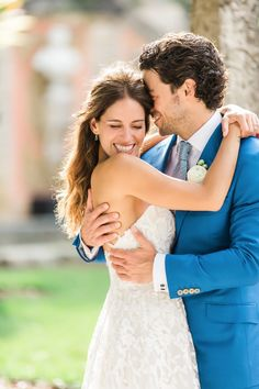 Don'g be afraid to break from tradition with a unique bespoke suit from Michael Andrews Bespoke. This custom wedding suit is great for spring and summer weddings. #GentlemenWelcome