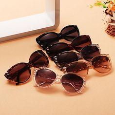 Classic Retro Women Vintage Style Sunglasses 5182ec1828c