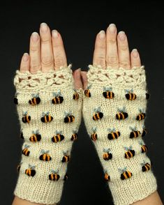 Ivory Hand Knitted Fingerless Gloves With Bees Embroidery Gloves & Mittens For Her Winter Accessories Anniversary Gift Gift For Woman Hand Crochet, Crochet Lace, Hand Knitting, Knitting Patterns, Crochet Patterns, Knitting Designs, Crochet Geek, Finger Knitting, Scarf Patterns