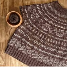 """@canada.knits on Instagram: """"this has the same pattern with my previous post, but this time in 2 colors only. both are awesome, aren't they? 🍁 🍁 🍁courtesy of dear Maho,…"""" Fair Isle Pattern, Baby Knitting, Knitting Ideas, Crochet Magazine, Pug Love, 2 Colours, Knitwear, Knit Crochet, Stitch"""