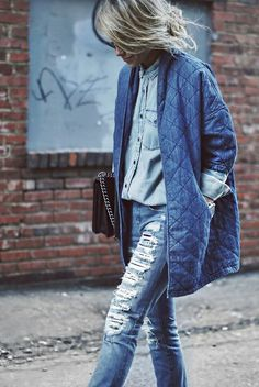 Double denim and ripped Zerfetzte Jeans, Mode Jeans, All Jeans, Ripped Jeans, Denim Fashion, Look Fashion, Autumn Fashion, Grey Fashion, Fashion Tips