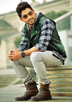 Happy Birthday to Stylish Star Allu Arjun 'Iddarammayilatho' Posters