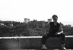 Tenemos un plan: Quiero tener una ferretería en Andalucía y Guerrero García. El documental sobre la vida en Andalucía de Joe Strummer, cantante de The Clash, y concierto de José Antonio García, cantante de 091. #cine #rock