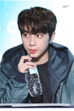 lai guanlin - wanna one ❤️ Jinyoung, Yoo Seonho, Guan Lin, Lai Guanlin, Ong Seongwoo, Kim Jaehwan, Ha Sungwoon, Produce 101, 3 In One