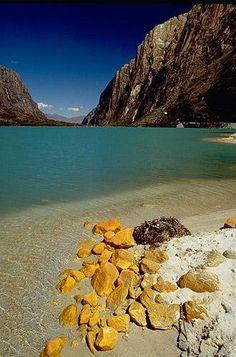 Laguna de Llanganuco Perú