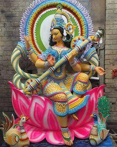 Goddess Saraswati (via Instagram: Chaldatala Nabankur Sangha) Saraswati Puja Pandal, Saraswati Goddess, Goddess Lakshmi, Lord Durga, Durga Ji, Saraswati Painting, Krishna Painting, Kali Hindu, Hindu Art