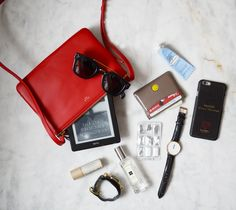 Minimalist Bags - My Minimalist Living What In My Bag, What's In Your Bag, My Bags, Purses And Bags, Inside My Bag, What's In My Purse, Celine, Purse Essentials, Minimalist Bag