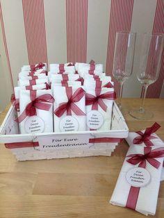 Gastgeschenke zur Hochzeit: Taschentücher für Freudentränen / gift ideas for…
